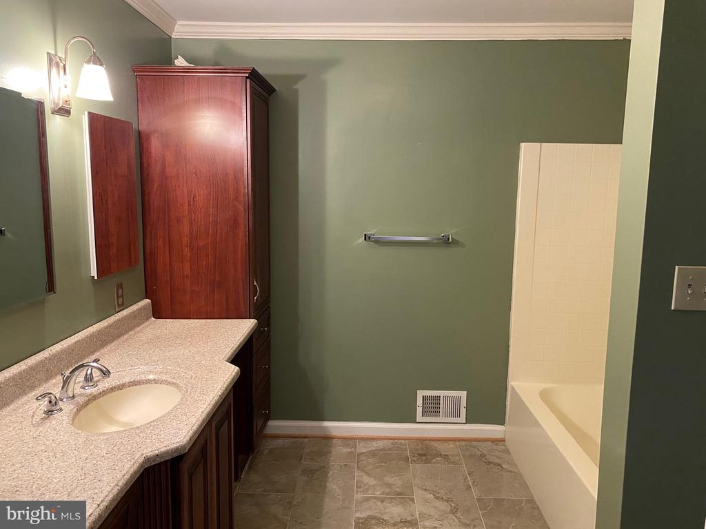 Full Bathroom - 4335 SHIRLEY GATE RD, FAIRFAX