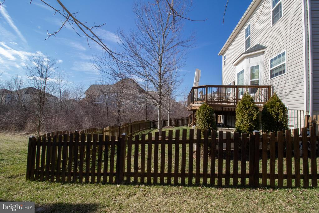 Fully Fenced Backyard Overlooks Nature Preserve - 42011 ZIRCON DR, ALDIE