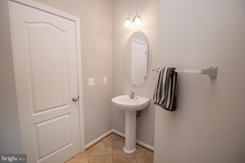Main Level Powder Room - 42011 ZIRCON DR, ALDIE