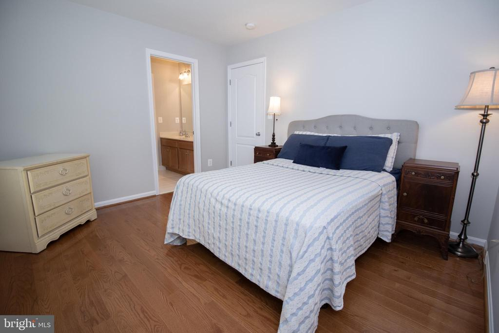 Bedroom #2 on Upper Level - 42011 ZIRCON DR, ALDIE