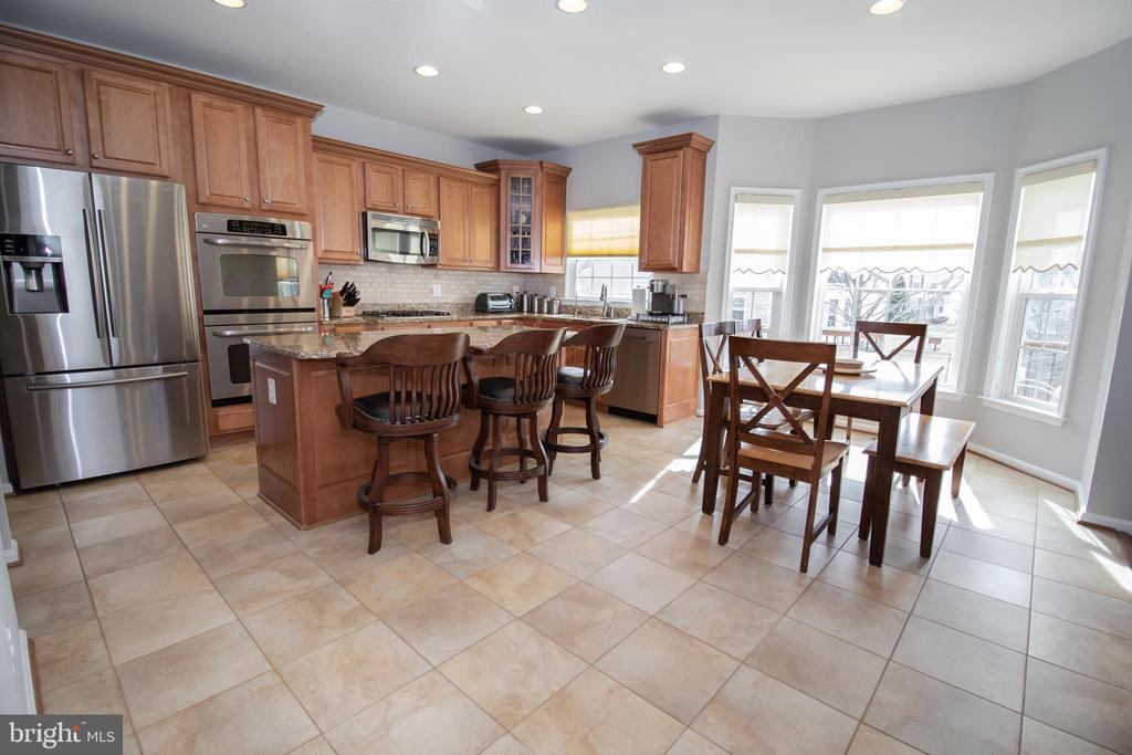 Gourmet Kitchen and Breakfast Room - 42011 ZIRCON DR, ALDIE