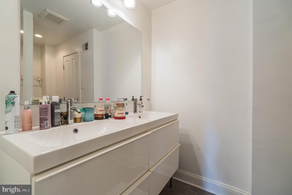 Unit #1 upper level en-suite bathroom - 1932 15TH ST NW, WASHINGTON