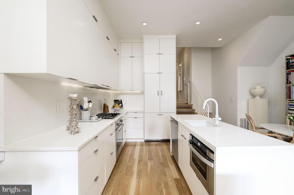 Gleaming White Kitchen - 930 FRENCH ST NW #1, WASHINGTON