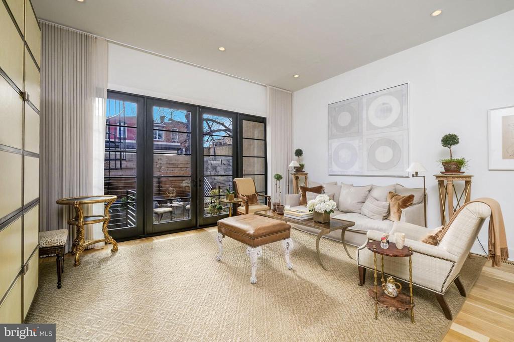 Living Room with Abundant Light - 930 FRENCH ST NW #1, WASHINGTON