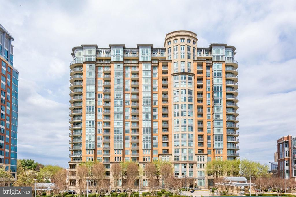 - 8220 CRESTWOOD HEIGHTS DR #1902, MCLEAN