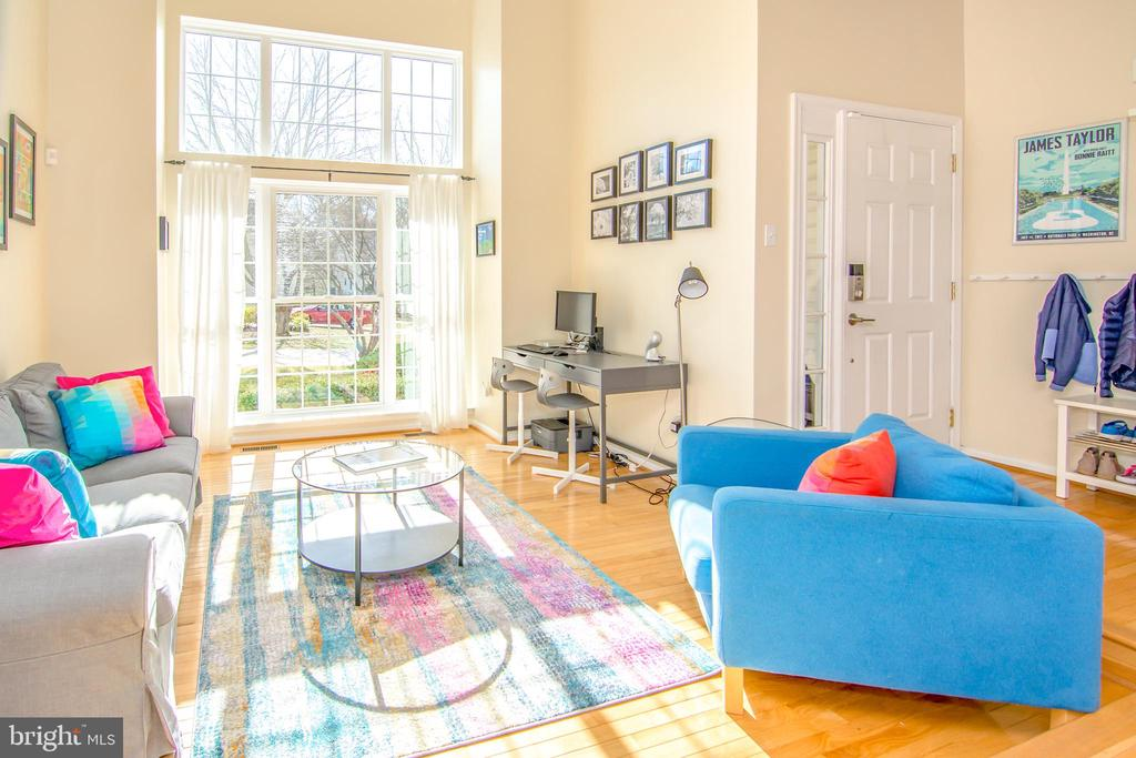 Two story, sun filled living room! - 6477 EMPTY SONG RD, COLUMBIA