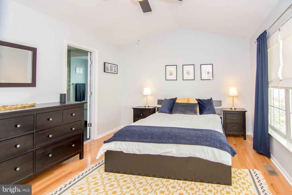 Master suite with cathedral ceiling! - 6477 EMPTY SONG RD, COLUMBIA