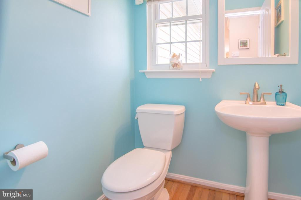Main level powder room. - 6477 EMPTY SONG RD, COLUMBIA