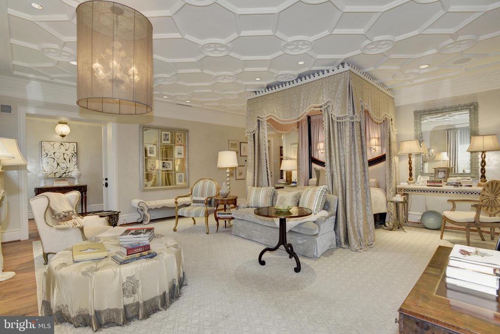 Master Bedroom - 5517 PEMBROKE RD, BETHESDA