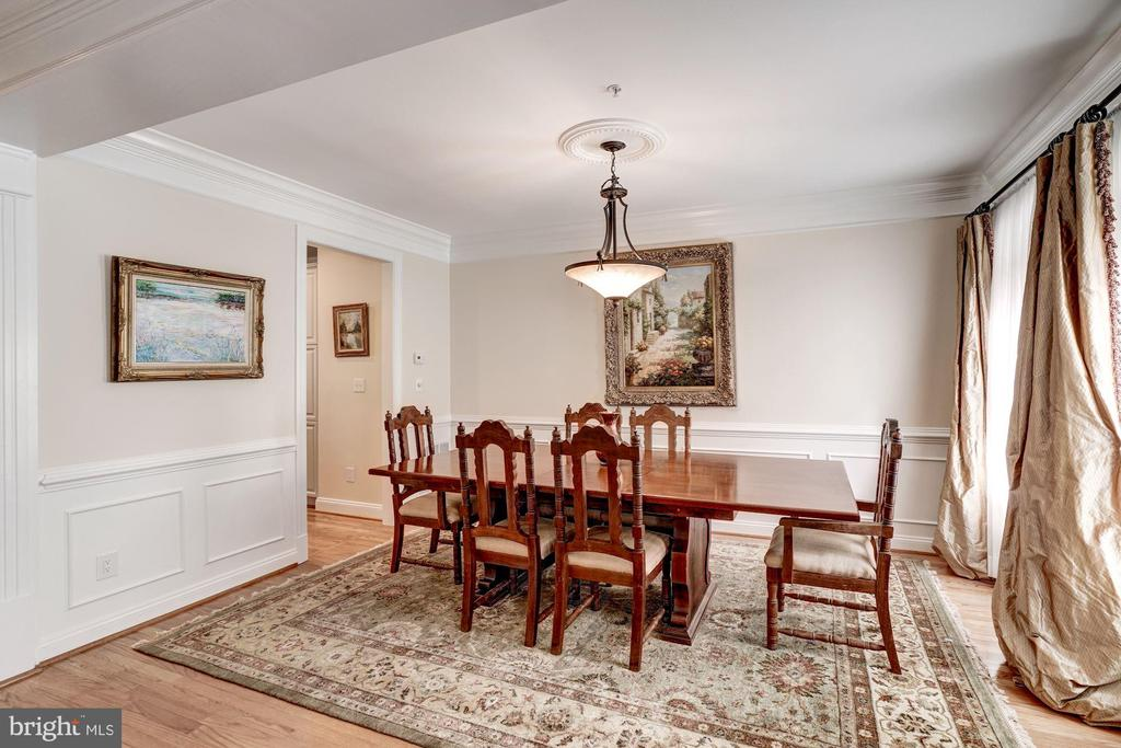 Beautiful Decorative moldings - 12086 KINSLEY PL, RESTON