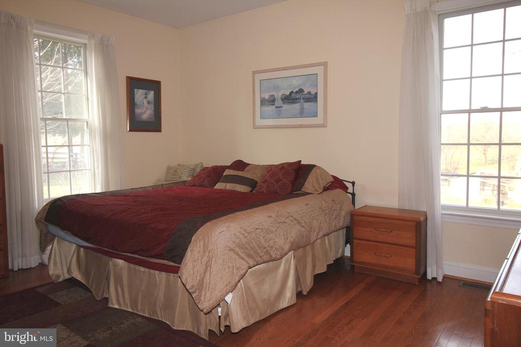 Large Bedrooms - 39520 CHARLES TOWN PIKE, HAMILTON