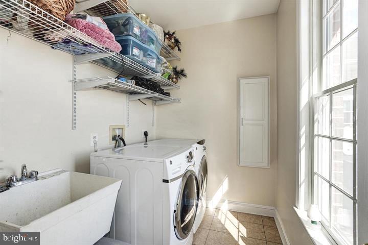 Laundry - 39520 CHARLES TOWN PIKE, HAMILTON