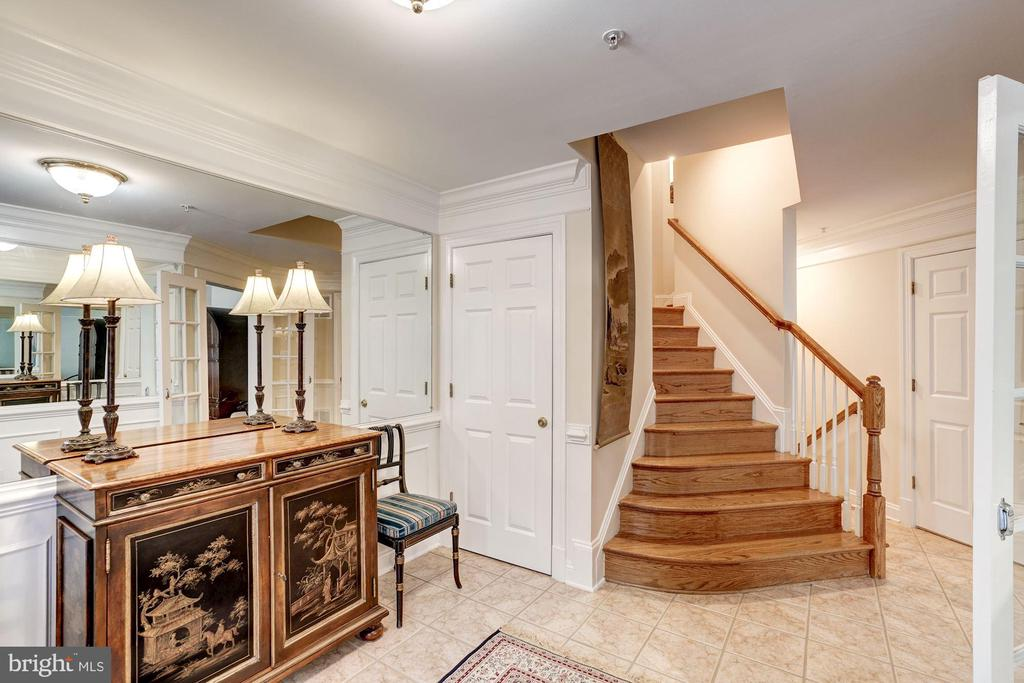 Curved  Staircase  to Main Level Area - 12086 KINSLEY PL, RESTON
