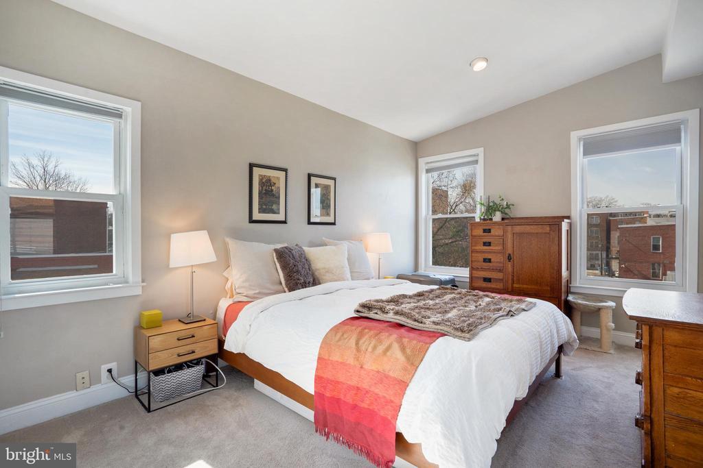 Unit #4 spacious bedroom - 1932 15TH ST NW, WASHINGTON