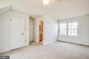 2nd upper bedroom with its own full bath - 6122 PLAINVILLE LN, WOODBRIDGE