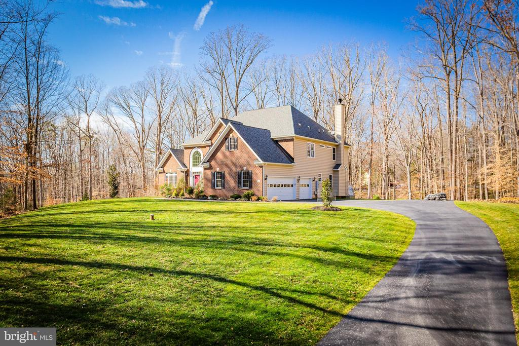 Serene Setting - 8108 SPRUCE VALLEY LN, CLIFTON