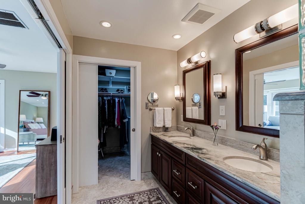 Master Bathroom and Walkin Closet - 10907 WATERMILL CT, OAKTON