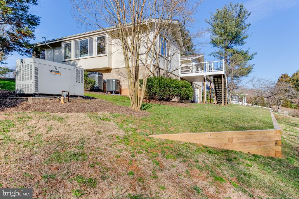 Large Lot and Whole House Generator - 10907 WATERMILL CT, OAKTON