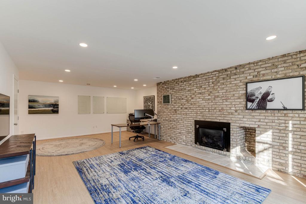 Spacious Downstairs Family Room - 10907 WATERMILL CT, OAKTON
