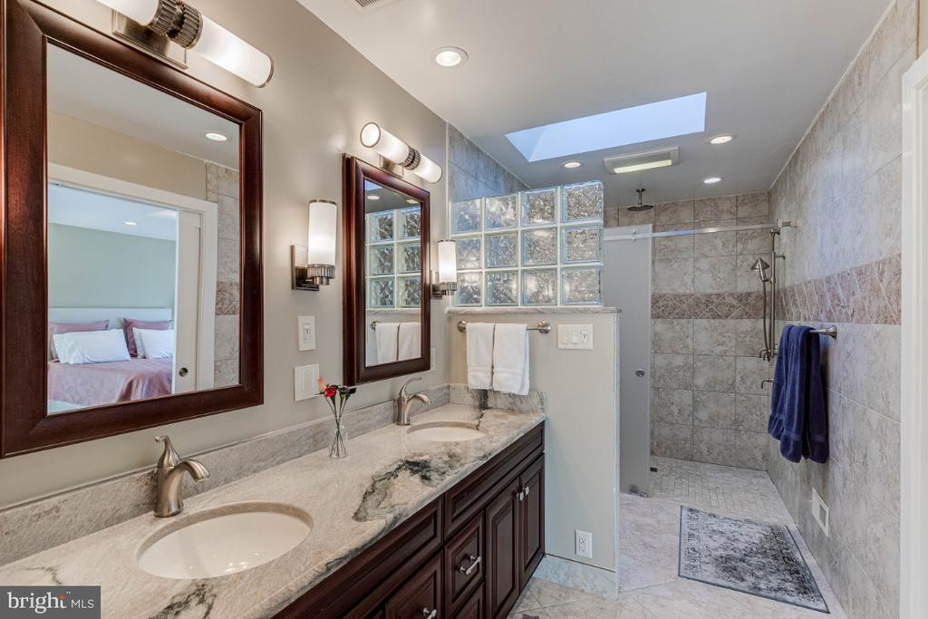 Master Bathroom - 10907 WATERMILL CT, OAKTON