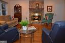 Main level family room has access from kitchen - 5827 WESSEX LN, ALEXANDRIA