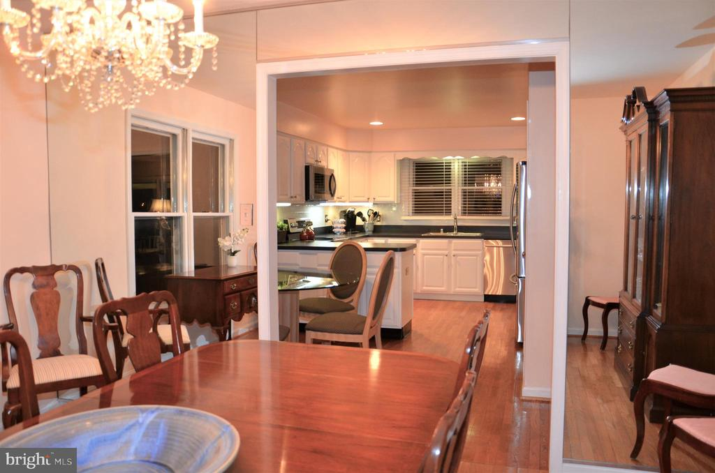 Dining room to kitchen - 5827 WESSEX LN, ALEXANDRIA
