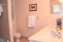 Upper level hall bathroom - 5827 WESSEX LN, ALEXANDRIA