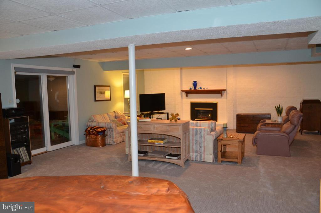 View of from wet bar area; access to back patio - 5827 WESSEX LN, ALEXANDRIA