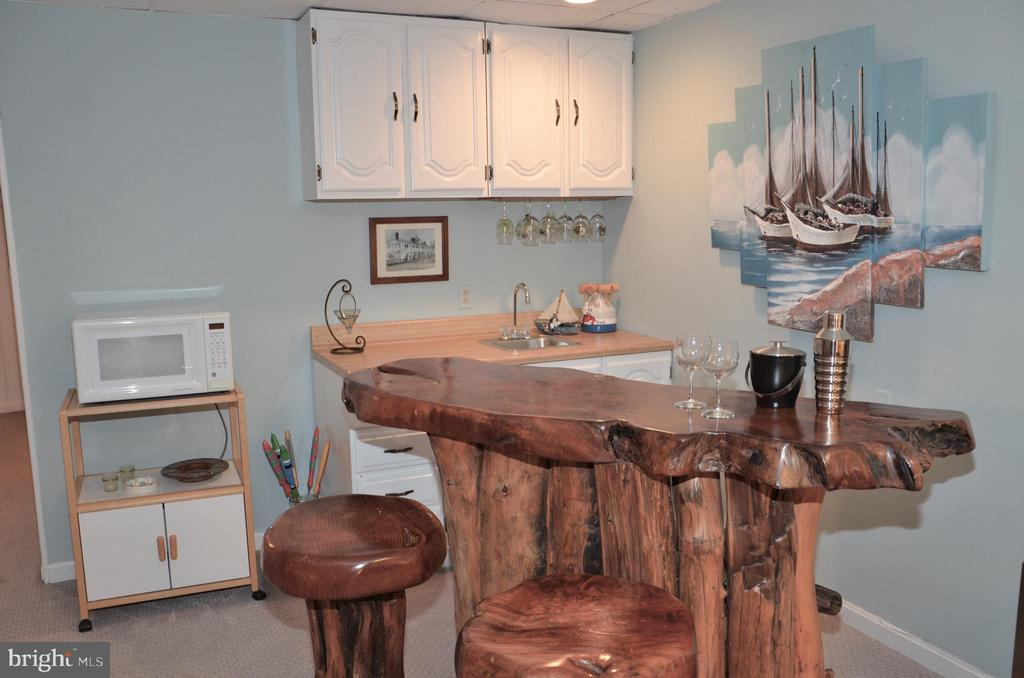 What a fun area for entertaining! - 5827 WESSEX LN, ALEXANDRIA