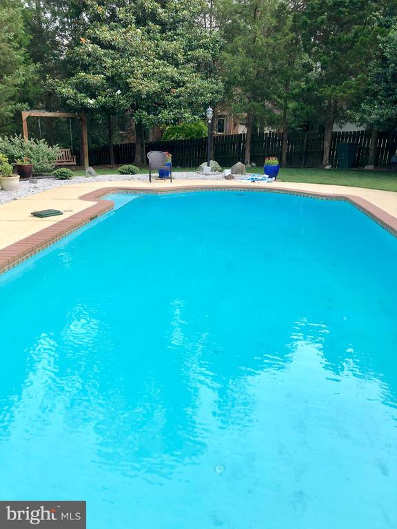 Summer time pool time! - 5827 WESSEX LN, ALEXANDRIA