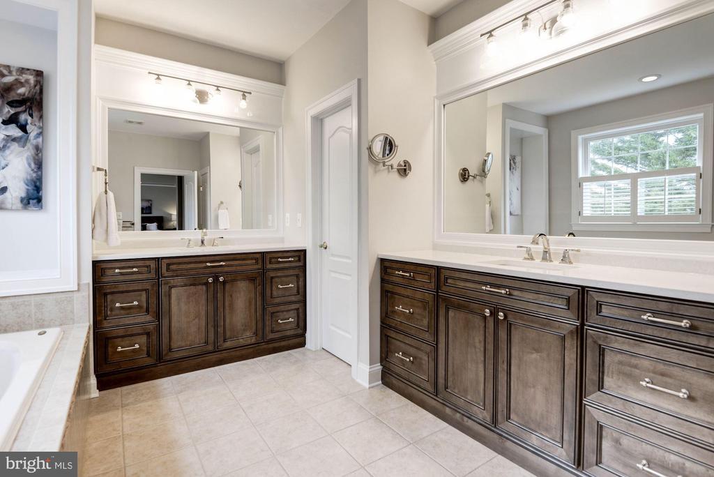 Updated Master Bathroom w/ Dual Vanities - 12184 HICKORY KNOLL PL, FAIRFAX