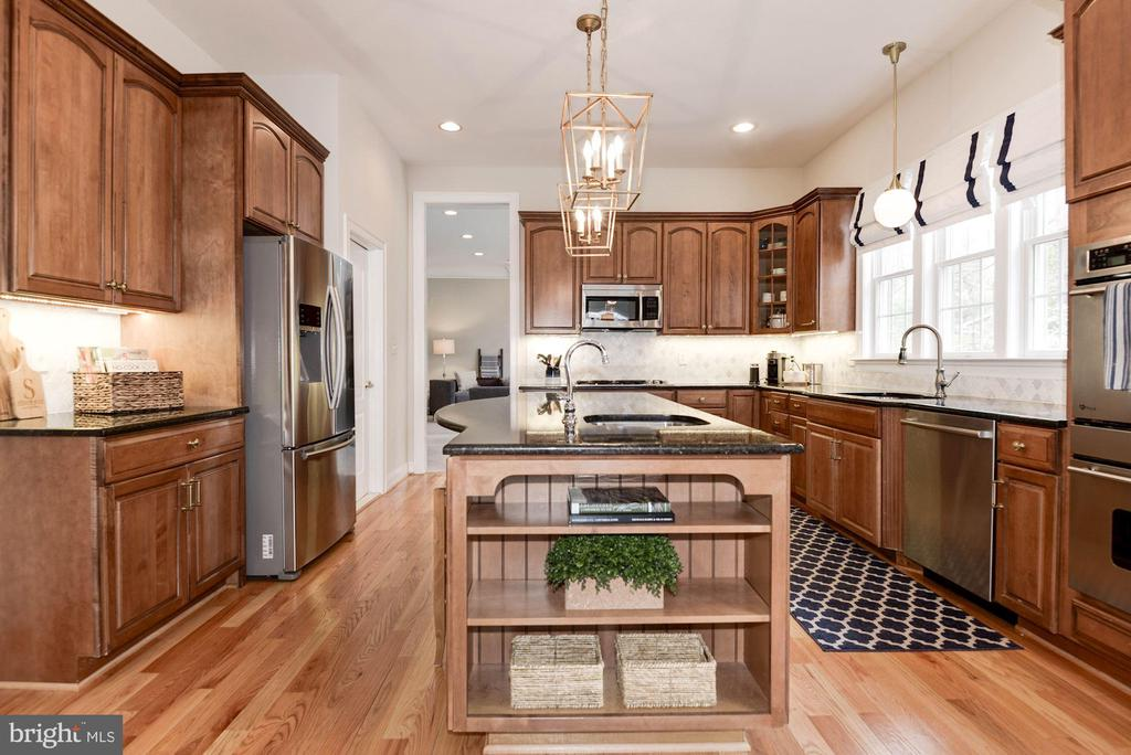 Kitchen w/Stainless Appliances - 12184 HICKORY KNOLL PL, FAIRFAX
