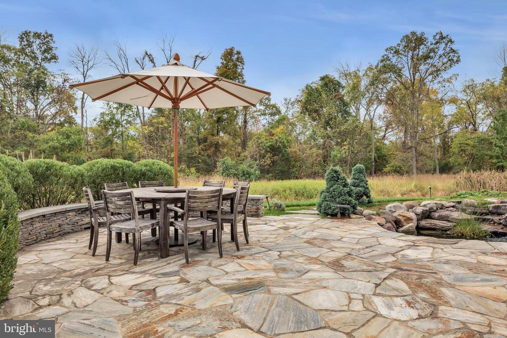 Heather Gray Stone Patio - 22960 CARTERS STATION CT, ASHBURN