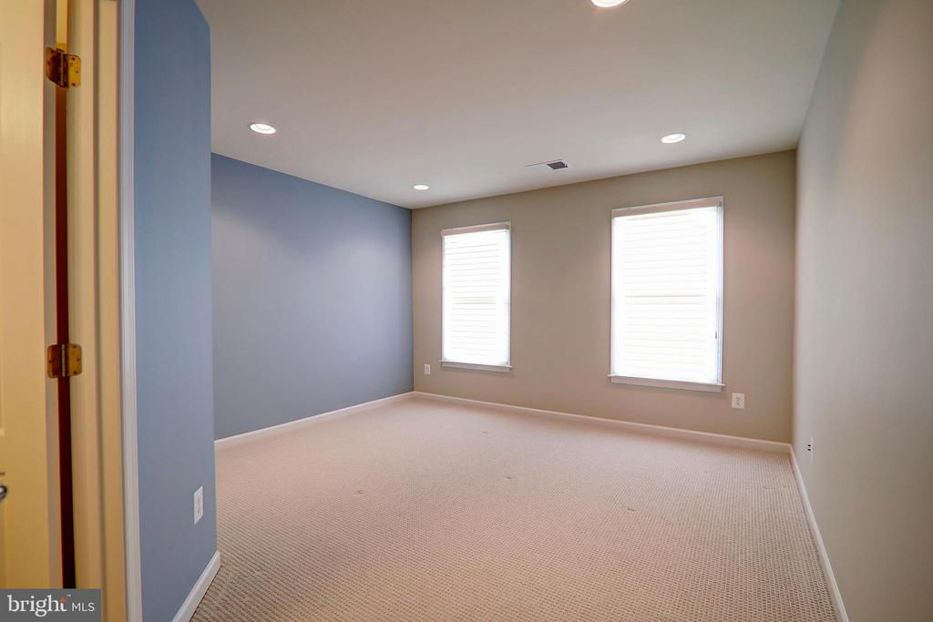 Bedroom with Private En Suite Bathroom - 22960 CARTERS STATION CT, ASHBURN