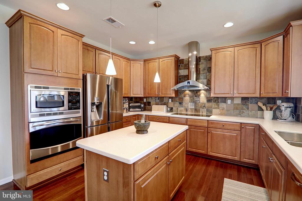 Top-of-the-line Kitchen Appliances - 22960 CARTERS STATION CT, ASHBURN