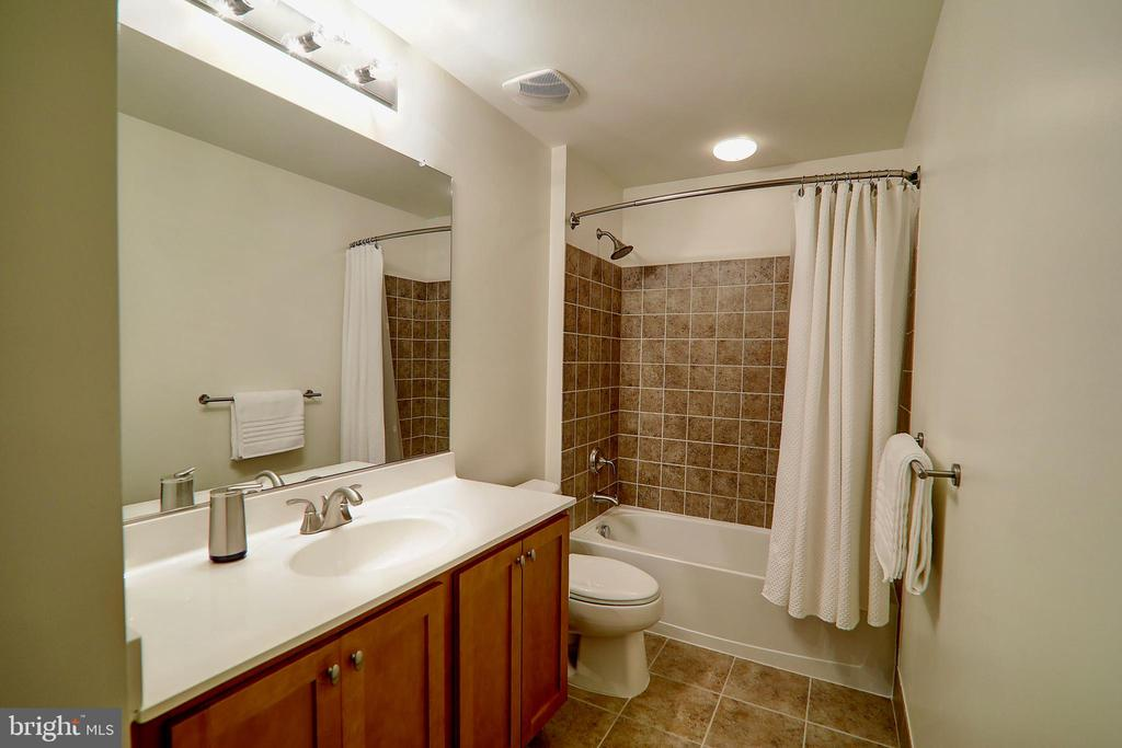 Lower Level Full Bathroom - 22960 CARTERS STATION CT, ASHBURN