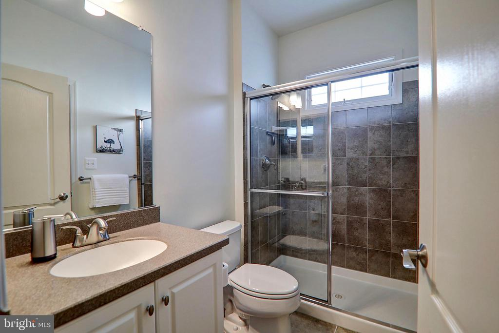 Main Level Full Bathroom - 22960 CARTERS STATION CT, ASHBURN