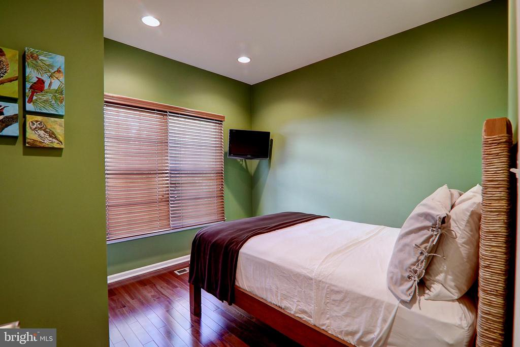 Main Level Bedroom - 22960 CARTERS STATION CT, ASHBURN