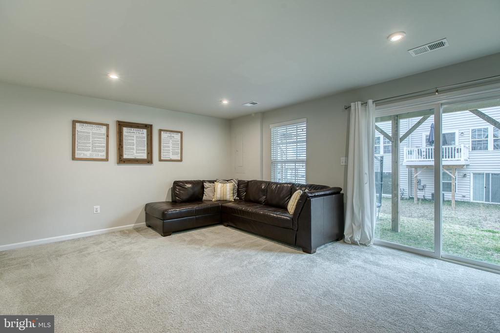 Family room with sliders to back yard. - 211 LANDING DR, FREDERICKSBURG