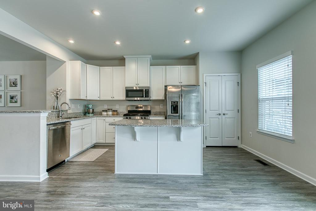 Clean and airy kitchen with recessed lighting - 211 LANDING DR, FREDERICKSBURG