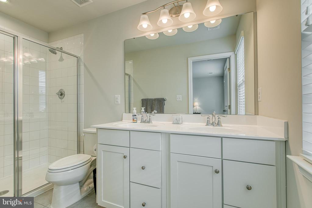 Master bath w/ dual vanity & tiled walk in shower - 211 LANDING DR, FREDERICKSBURG