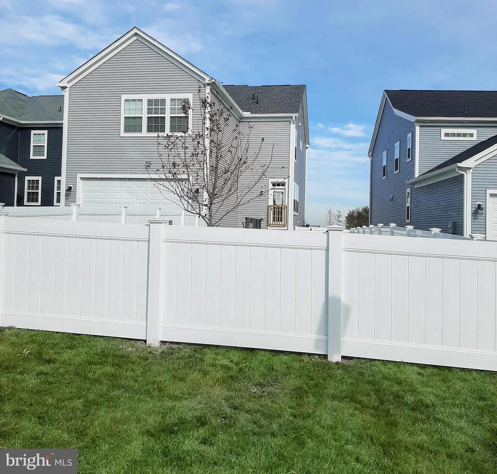 Back of house with new fence! - 332 BOXELDER DR, STAFFORD
