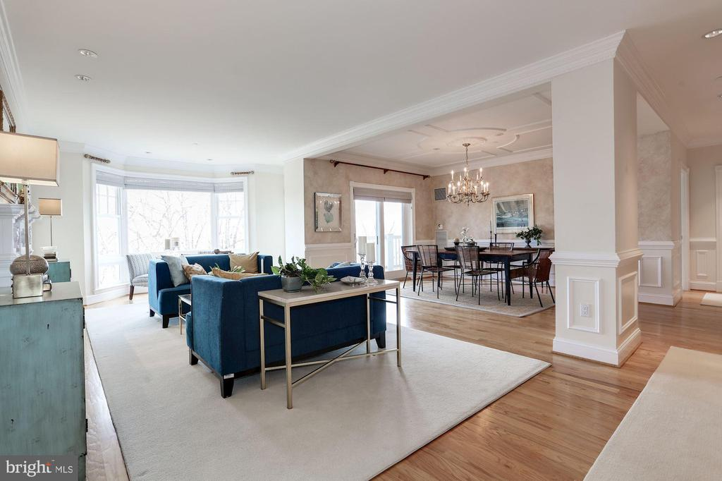 9' ceilings, open floor plan, hardwood floors - 1201 N NASH ST #302, ARLINGTON