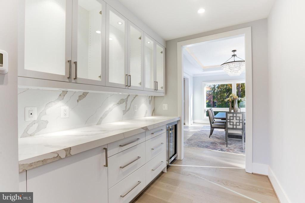 Beautiful and functional butler's pantry - 9604 PEMBROKE PL, VIENNA
