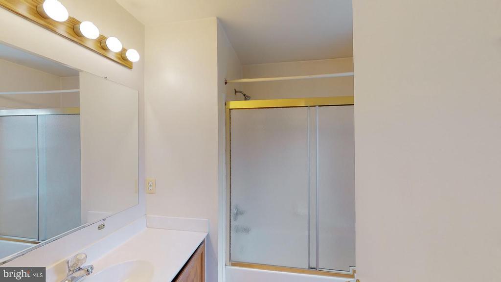 Hall Bathroom - 56 DOROTHY LN, STAFFORD