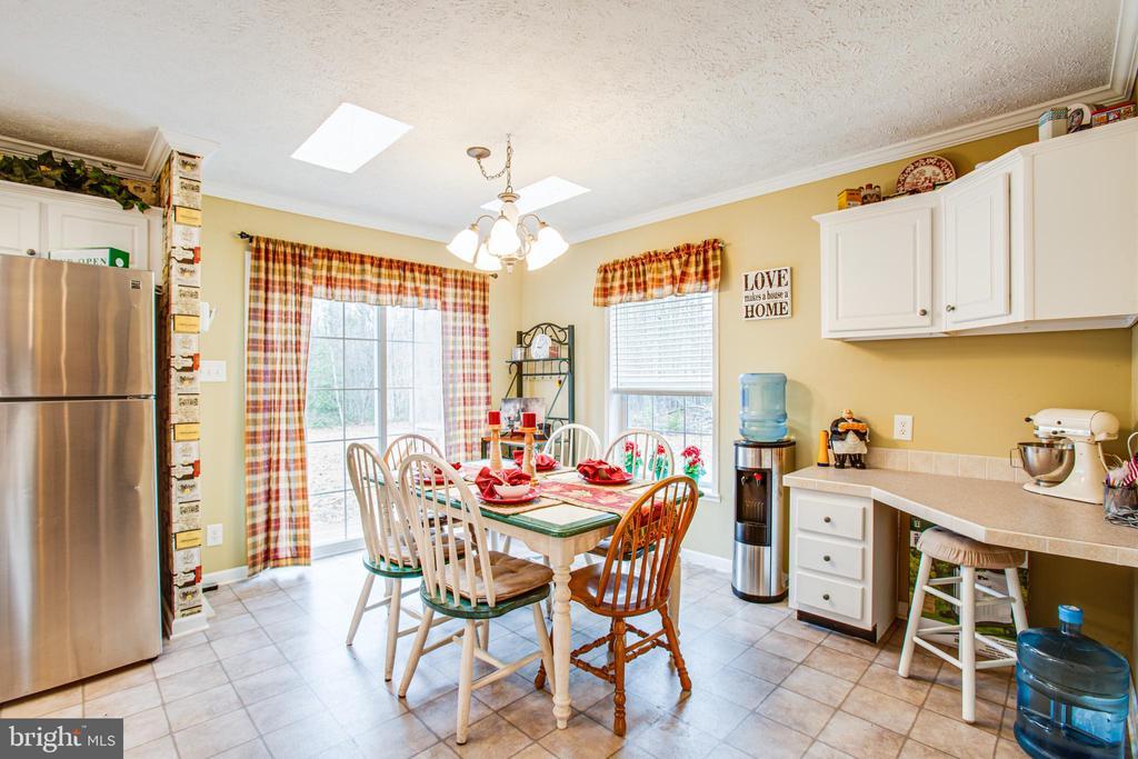 Dining Area in Kitchen w/ potential desk space - 11601 ORANGE PLANK RD, SPOTSYLVANIA