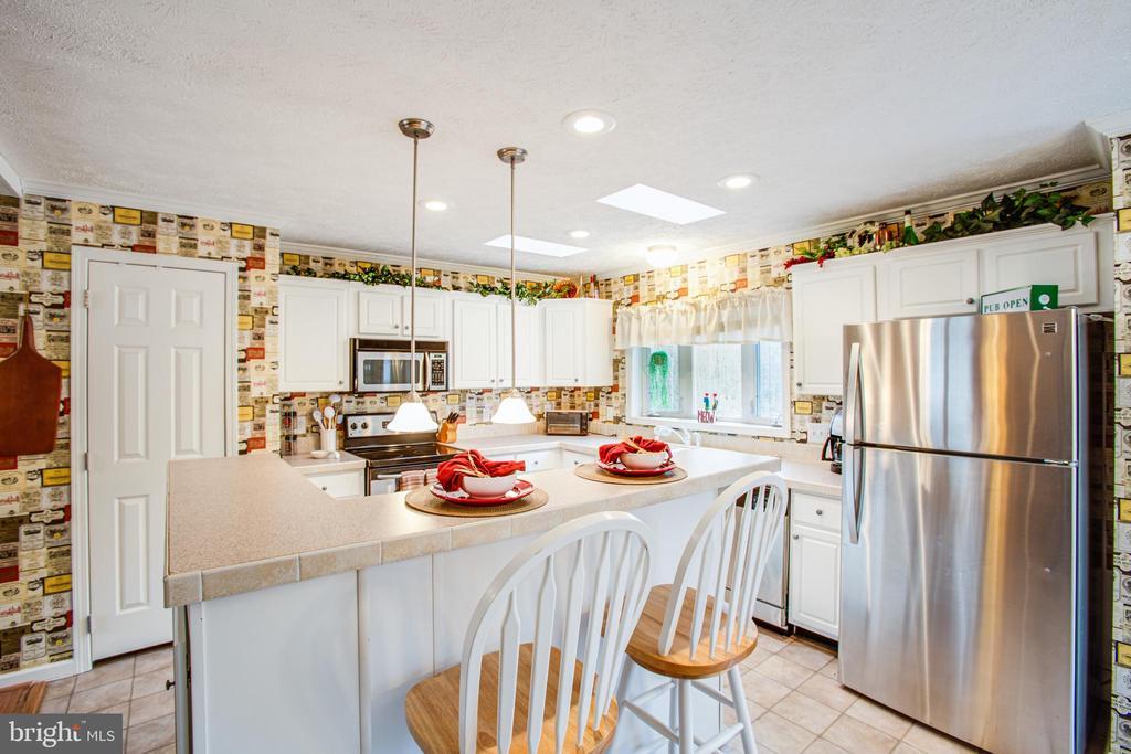 Kitchen w/ Breakfast Bar Center Island - 11601 ORANGE PLANK RD, SPOTSYLVANIA
