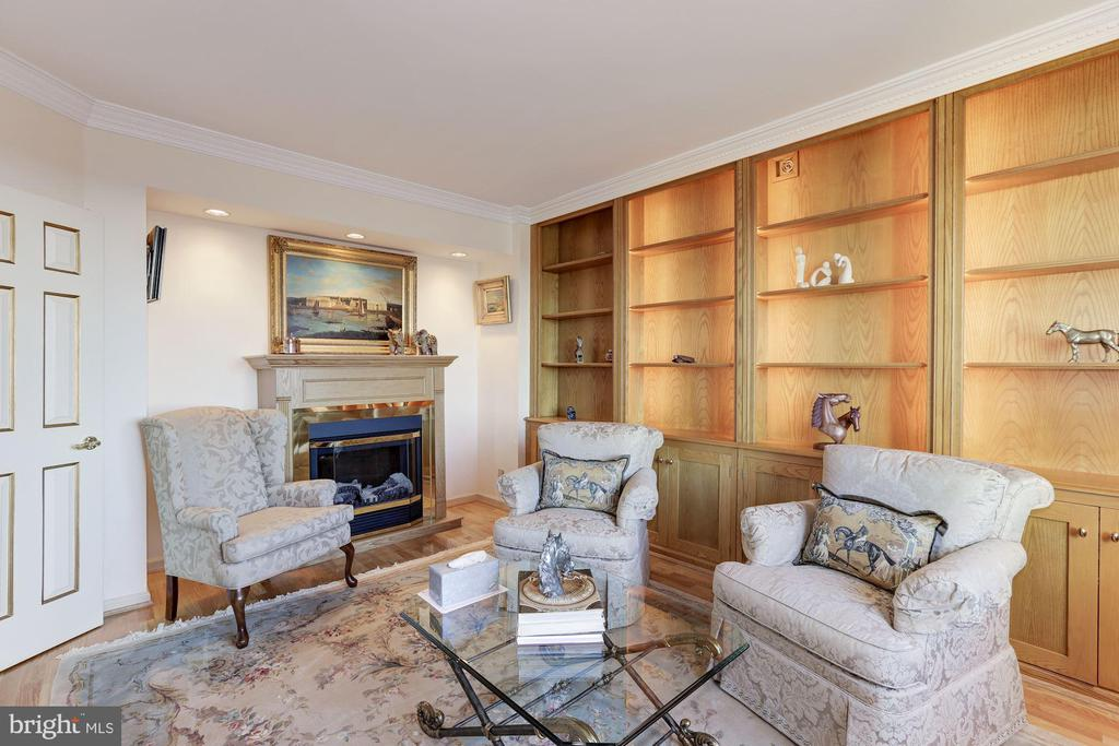 Library/Den - 5600 WISCONSIN AVE #1308, CHEVY CHASE
