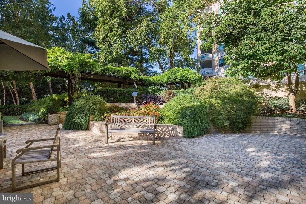 Somerset House I patio - 5600 WISCONSIN AVE #1308, CHEVY CHASE