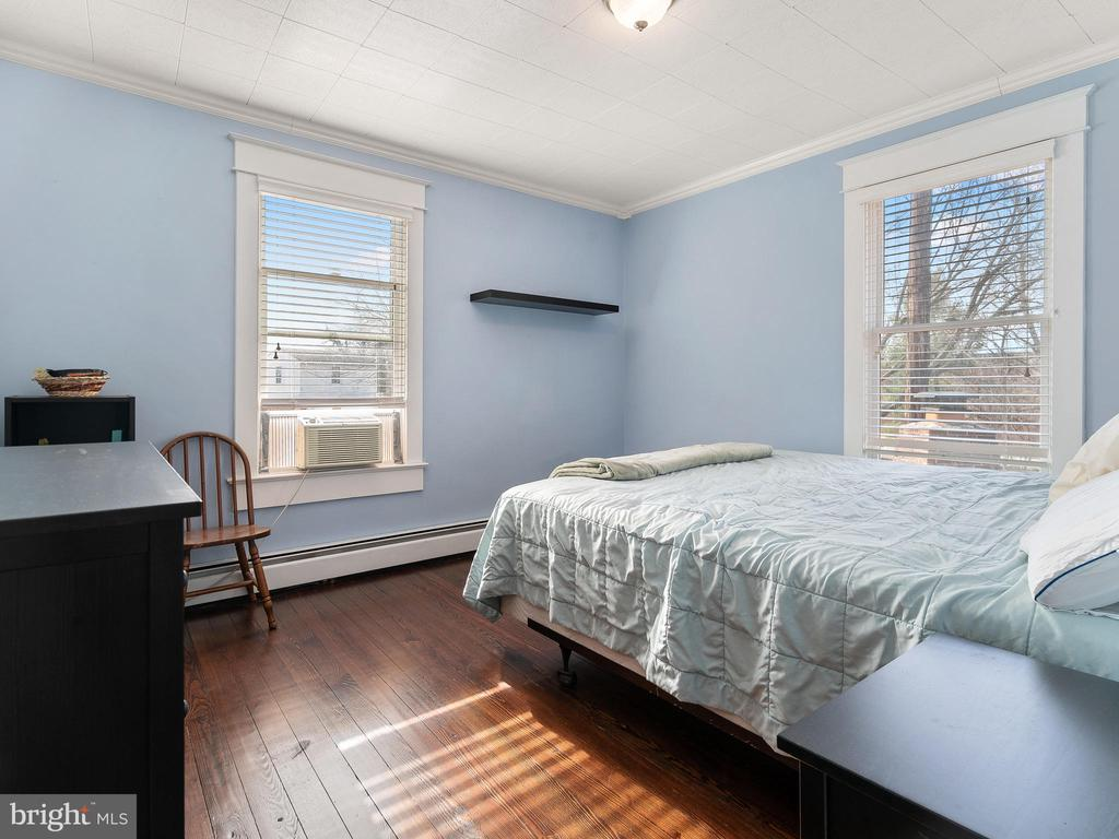 bedroom 2 - 200 WASHINGTON GROVE LN, GAITHERSBURG